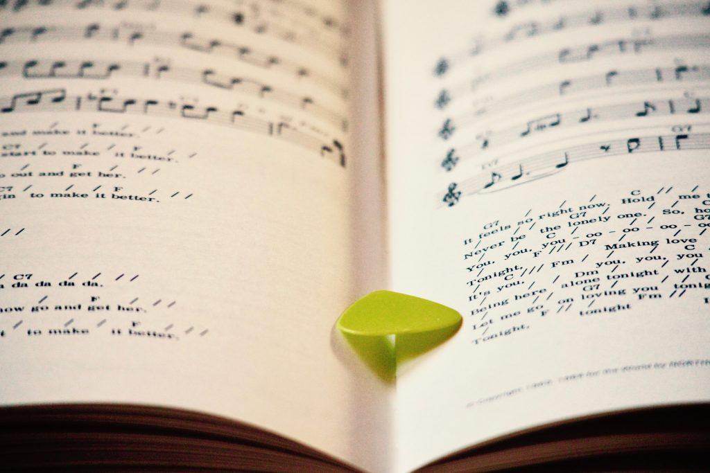 El punteo o fingerpicking en el ukelele